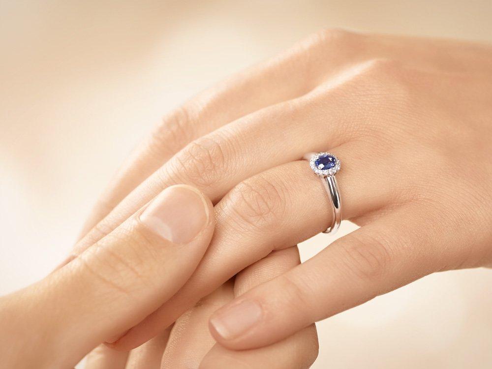 Saphir-Verlobungsring Windsor in 14K Weißgold mit Diamanten 0,12ct Made in Germany